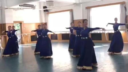 14级舞蹈表演女班的美妞们表演的民族舞蹈《藏族经典组合》