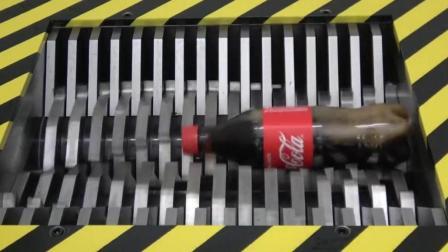 当可乐遇到粉碎机会怎样? 看到可乐的惨状, 你还能喝下去吗?