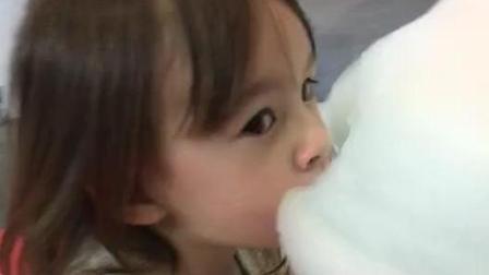 洋娃娃 吃棉花糖