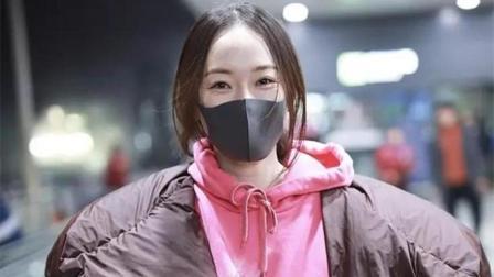 38岁霍思燕穿粉色卫衣, 眼角鱼尾纹鲜明, 这才是正常老去!