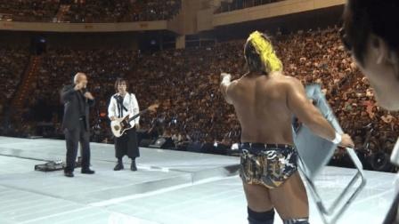 伍佰演唱会上, 日本摔跤手突然上台砸场, 接下来的一幕全场尖叫!