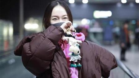 霍思燕穿粉色卫衣现身机场, 眼角鱼尾纹鲜明, 这才是正常老去!