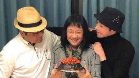 俞灏明自制蛋糕为妈妈庆生 晒全家福温馨十足