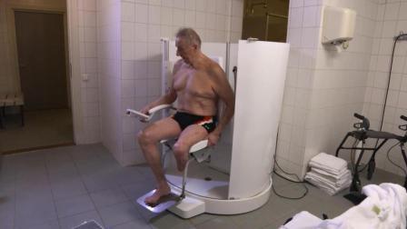 老人们的福音, 能自动出水喷洒沐浴露的淋浴房, 坐着能把澡洗完