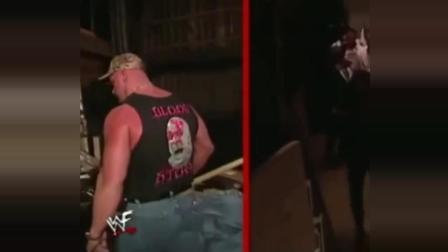 WWE: 一见面就往死里整! 奥斯汀与送葬者的仇恨该有多大?