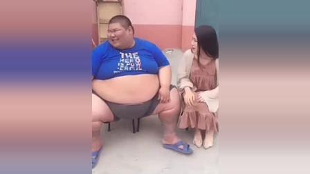 400多斤的胖子和80斤的美女相親 從頭笑到尾
