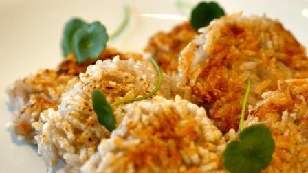 舌尖上的中国上榜美食-莲藕, 即可做菜, 还可做主食! 厨师长教你做正宗香煎藕饼, 太香脆了!