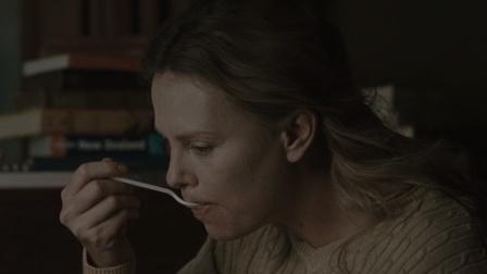 美国惊悚恐怖电影《末日危途》, 人类在末日的劫难中毁灭殆尽, 出现人吃人的惨况!