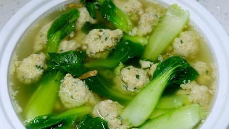 这样做青菜丸子汤, 清淡营养又美味, 老人小孩都喜欢吃!