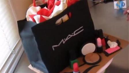 用翻糖蛋糕做的M.A.C化妆盒太逼真了, 简直就像专柜买的