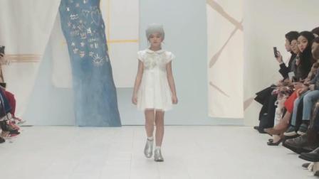 可爱的童模小女孩走秀, 尽显气质仙女范!