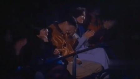 张国荣演唱会现场唱《当年情》, 周润发台下抱头痛哭, 画面让人心碎!