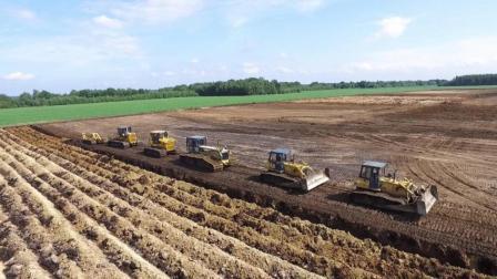 美国用4辆推土机拉犁深耕2m土层? 难怪能做到世界粮食出口第一!
