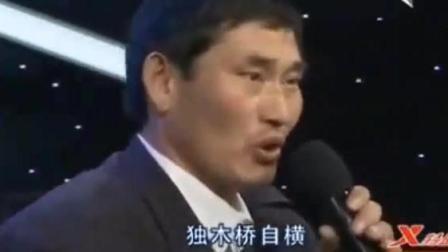 """朱之文唱到最后一句, 现场一位女观众直接""""抢了""""评委的话筒!"""