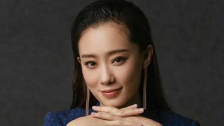 """她是杨幂袁珊珊同学, 如今为贾玲打工, 因春晚上""""跷二郎腿""""爆红"""