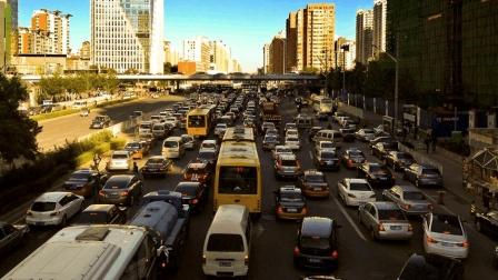 堵車時候怎么踩離合 老司機用離合器控制油門 根本不用踩剎車