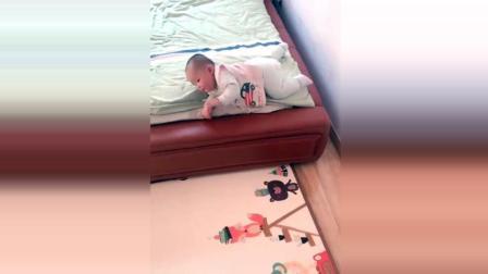 自从小屁孩学会了这种下床新技能, 妈妈再也不用担心了!
