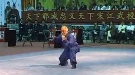 这是早期民间武术老前辈的功夫表演,谁知道老师傅是那个门派的?