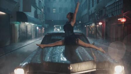 Delicate霉霉最新单曲, 穿着裙子在暴雨中勇敢地激情起舞