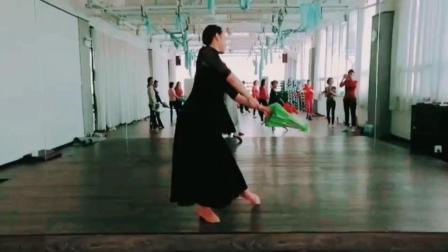 练习室背面版古典舞《风筝误》悟满相思挂苍苔