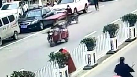 女子上班路上图方便 竟当街拆护栏