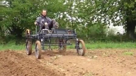 农村大叔发明的翻土机, 全靠脚力, 省钱又实用!