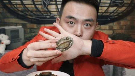 贫困山区的孩子第一次吃鲍鱼, 竟被它的外表所惊, 感觉无从下口