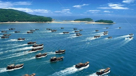 """中国渔民下手太狠了! 美舰被""""洗劫一空"""", 打出横幅求饶都没用"""