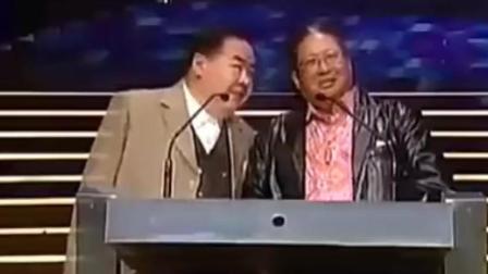 香港两个最有演技的重量级人物为甄子丹颁奖, 场面跟说相声一样