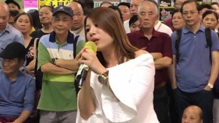 香港街头艺人, 拿起话筒唱了一首歌, 听众听入神了!
