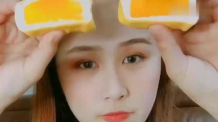 吃两个芒果班戟, 芒果确实放的挺实在!
