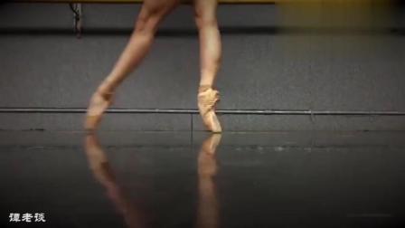这段舞蹈热身牛上天了, 这双腿得练习多久啊!