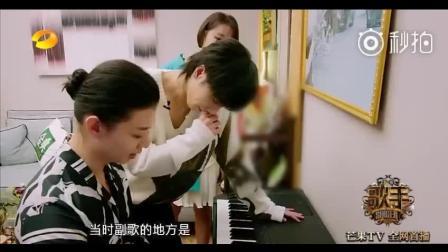 华晨宇虚心向霍尊求教, 两个小哥哥讨论音乐的样子好迷人