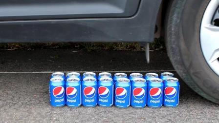 当16罐可乐遇到车轮的碾压会怎样? 看到它的惨状, 你还能喝下去吗?
