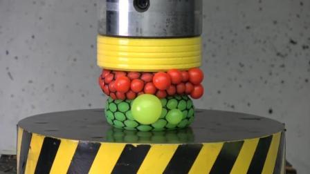 当抗压球遇到液压机会怎样? 看到它的惨状你就知道, 太厉害了!