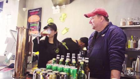 美国小胖独创花椒啤酒火爆重庆, 喝一口麻得跳, 来喝的全是美女