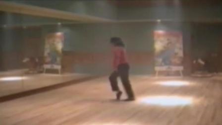 迈克尔杰克逊独自练习太空步的罕见影像 比你看过任意一场都精彩