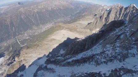 小哥登上海拔3800公尺的山峰挑战飞鼠滑翔, 在半路被一棵树截下