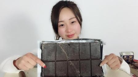 """试吃""""板砖巧克力"""", 这一块2斤重, 是我见过做大的巧克力!"""