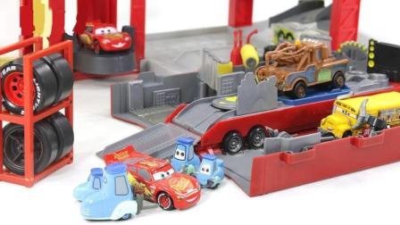 赛车总动员奇诺在洗车场帮忙