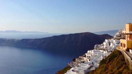 此岛号称离天堂最近, 而这里的天体沙滩, 更是男人的天堂