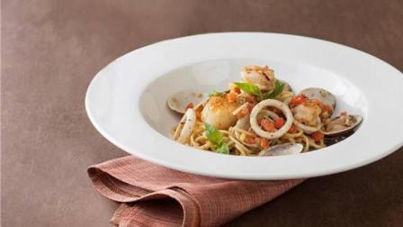 2分钟教你海鲜意面的做法, 搭配这种汤浓香入胃, 百吃不厌