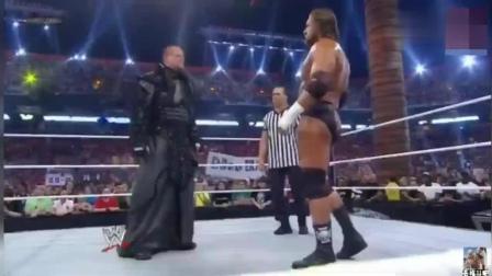 wwe地狱牢笼赛 WWE HHH地狱铁笼赛再挑战不败纪录送葬者 前所未有的残酷 刺激