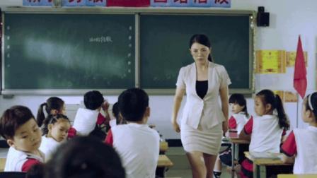 小学生上课斗地主, 被抓到竟对答如流, 一句话却让女老师直接发怒