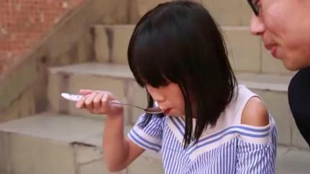 小伙骗小女孩西瓜吃! 竟然还自带工具, 真是太没品了!