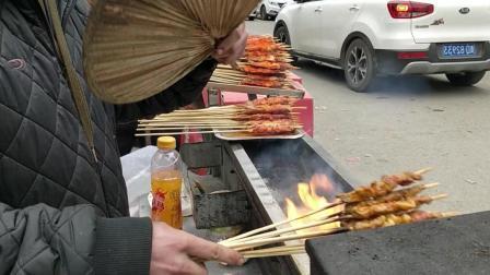 小伙来贵州卖羊肉串, 来贵州七八年了, 会说贵州方言