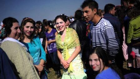 花钱买老婆不一定要去越南, 该国2万人民币就可以买到一个老婆, 完全合法。