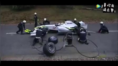 F1赛车正在换轮胎, 突然男子大喊了一声, 所有人撒腿就跑!