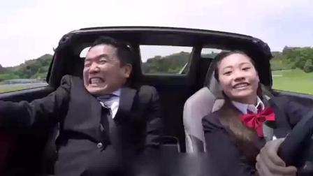 女赛车手装傻, 去4S店试驾新车, 露出真招时这可把销售员吓到了!