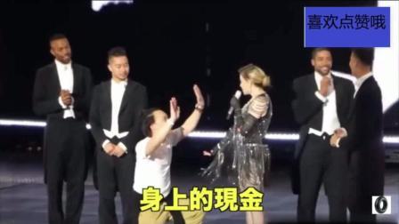 麦当娜演唱会把陈奕迅当成歌迷叫上了台 把E神开心的不行 舞疯了